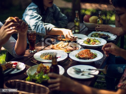 istock People are eating on vacation. They eat outside the house. 927768850