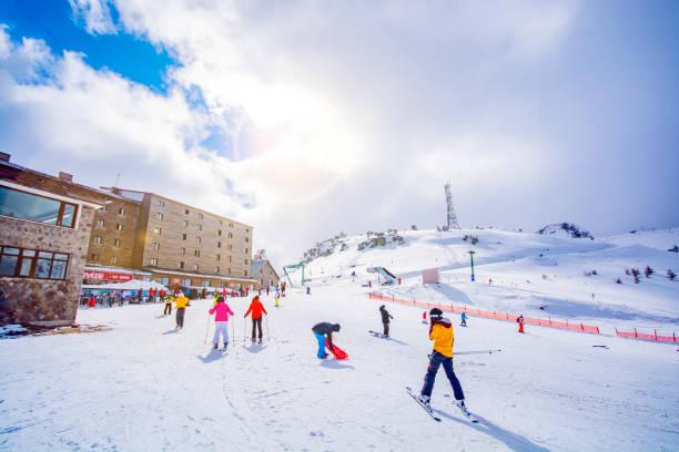 사람들은 kartalkaya 스키 리조트, 볼 루에 스키 - 볼루 뉴스 사진 이미지
