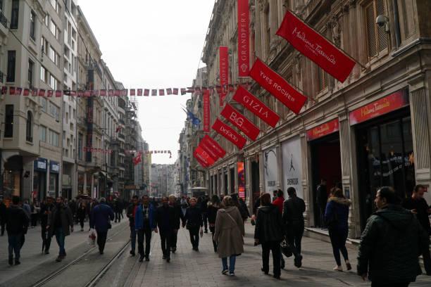 människor promenerar på istiklal-gatan - istiklal avenue bildbanksfoton och bilder