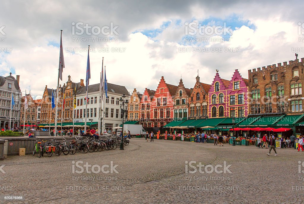 People  around historical buildings at market place in brugge belgium zbiór zdjęć royalty-free