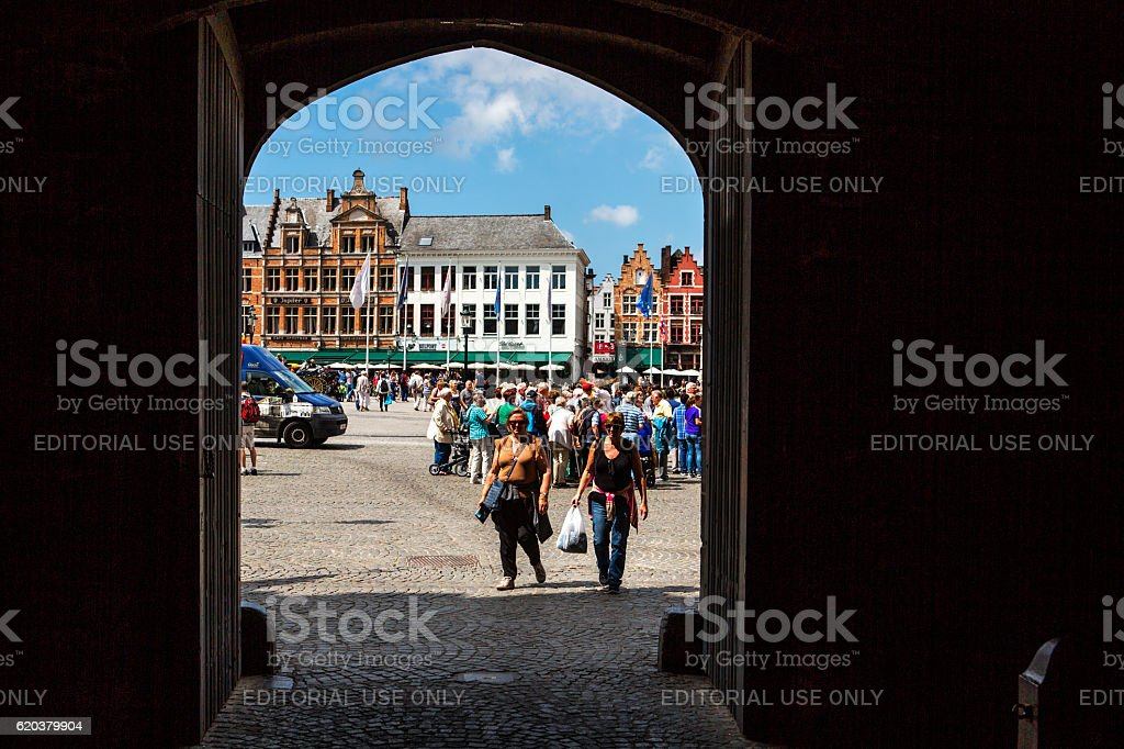 People  around historical buildings at market place in brugge belgium foto de stock royalty-free