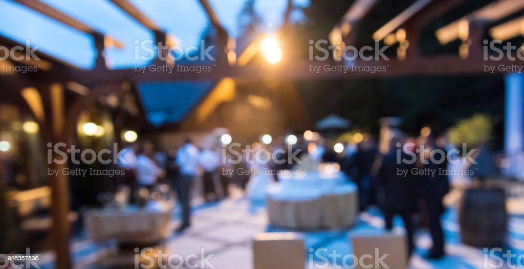 Personas en exposiciones comerciales - foto de stock
