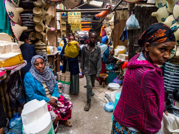 People at Addis Mercato in Addis Abeba, Ethiopia Addis Ababa, Ethiopia – june 06, 2016: People at Addis Mercato in Addis Abeba, Ethiopia, the largest market in Africa. mercato stock pictures, royalty-free photos & images