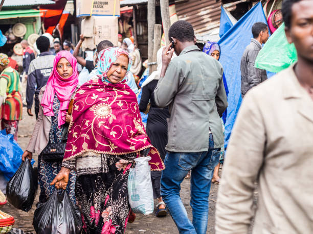 People at Addis Mercato in Addis Abeba, Ethiopia Addis Abeba, Ethiopia - June 06, 2016: People at Addis Mercato in Addis Abeba, Ethiopia, the largest market in Africa. mercato stock pictures, royalty-free photos & images