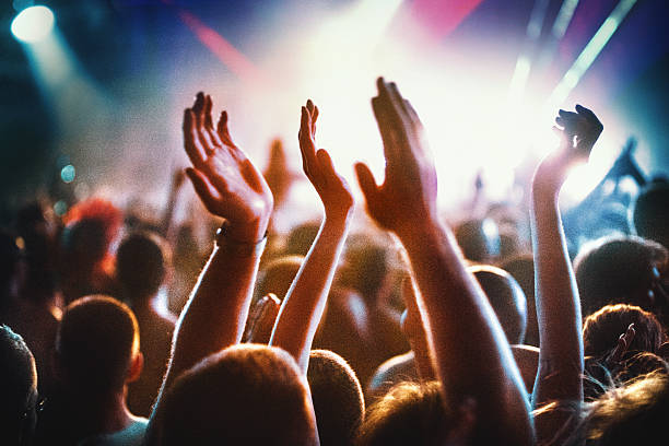 Pessoas no concerto party.   - foto de acervo