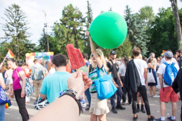 menschen bei der gay-pride-parade in sofia 10. juni 2017 - eis ballons stock-fotos und bilder