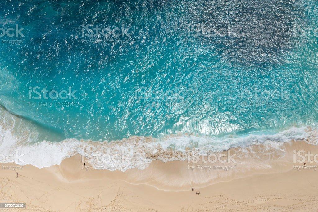 Menschen am Kelingking Strand, Nusa Penida, Bali – Foto