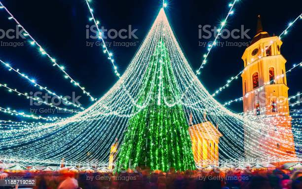 People at night christmas market at vilnius new picture id1188719252?b=1&k=6&m=1188719252&s=612x612&h=urgwudkhjhv 4gqldfgapvi6i5cisroxefti x5duda=
