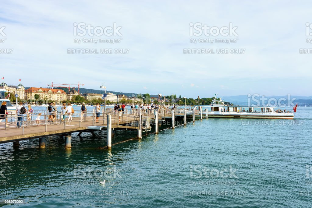 People at Pier waiting for ferry at Limmat River foto stock royalty-free