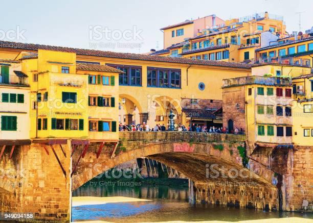 People at ponte vecchio bridge in florence picture id949094188?b=1&k=6&m=949094188&s=612x612&h= hdjlmjysr1  rhdm9ys0jqul2ythkb2wvlbnipxhuq=