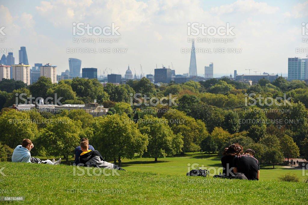 Menschen im Primrose Hill in London – Foto