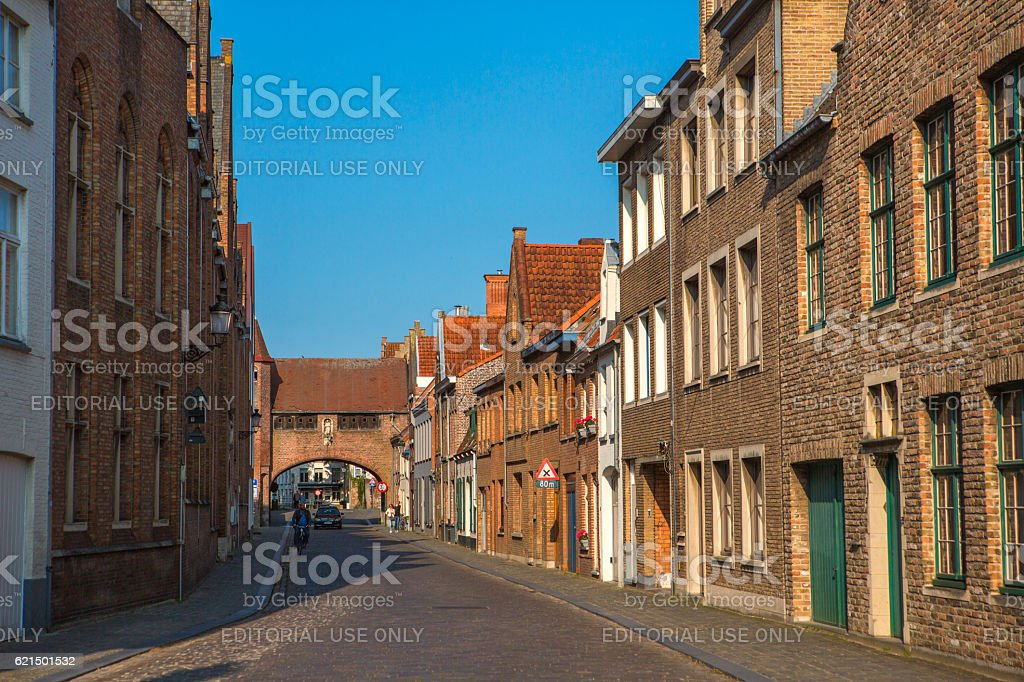 People at street with gothic old buildings at brugge belgium foto stock royalty-free