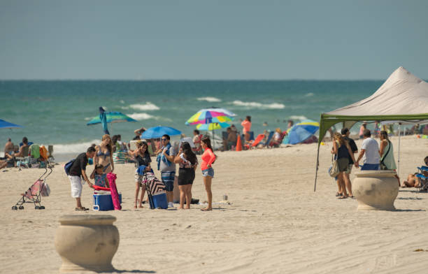 people at the beach memorial day monday 2019 - memorial day weekend стоковые фото и изображения