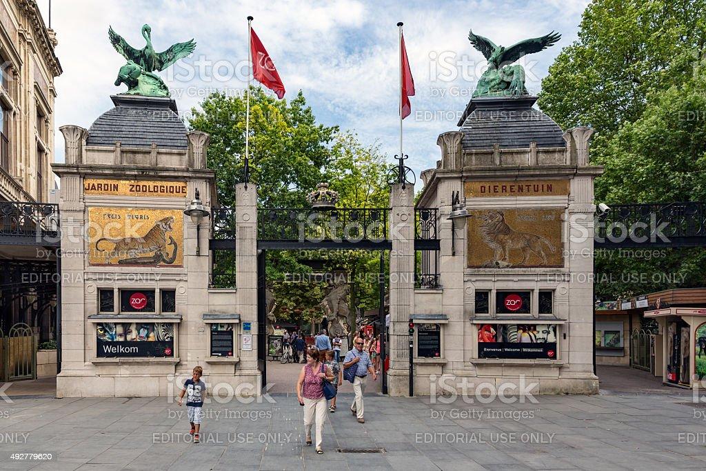 Personnes à l'entrée de Zoo d'Anvers, en Belgique - Photo