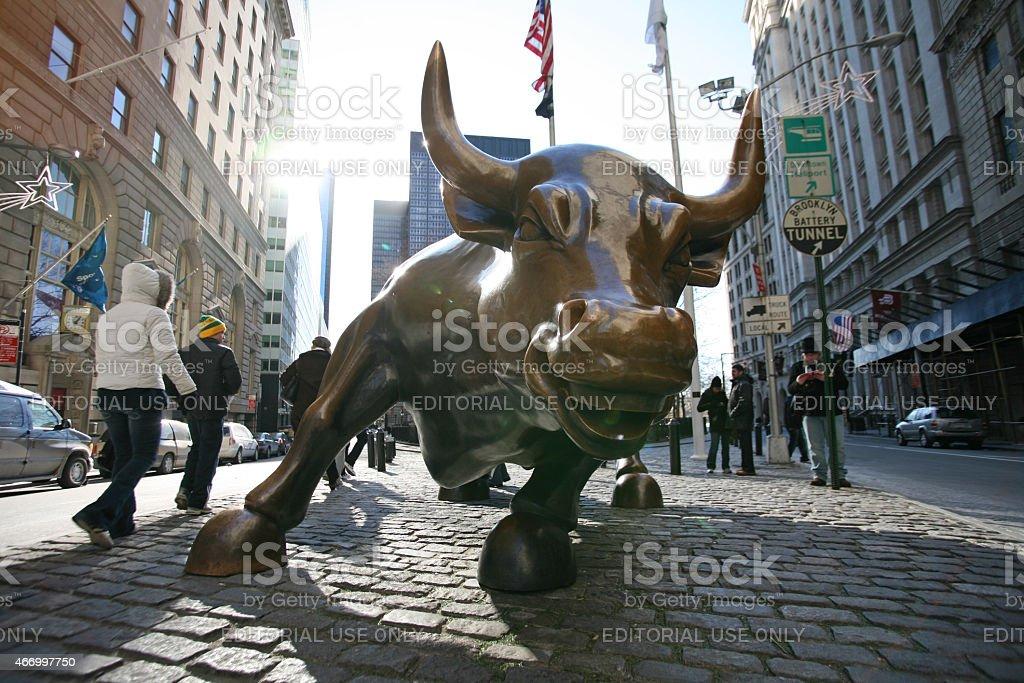 People at The landmark Charging Bull stock photo