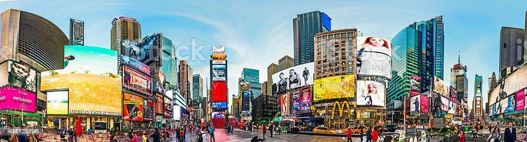 Pessoas na Times Square no início da manhã leve - foto de acervo