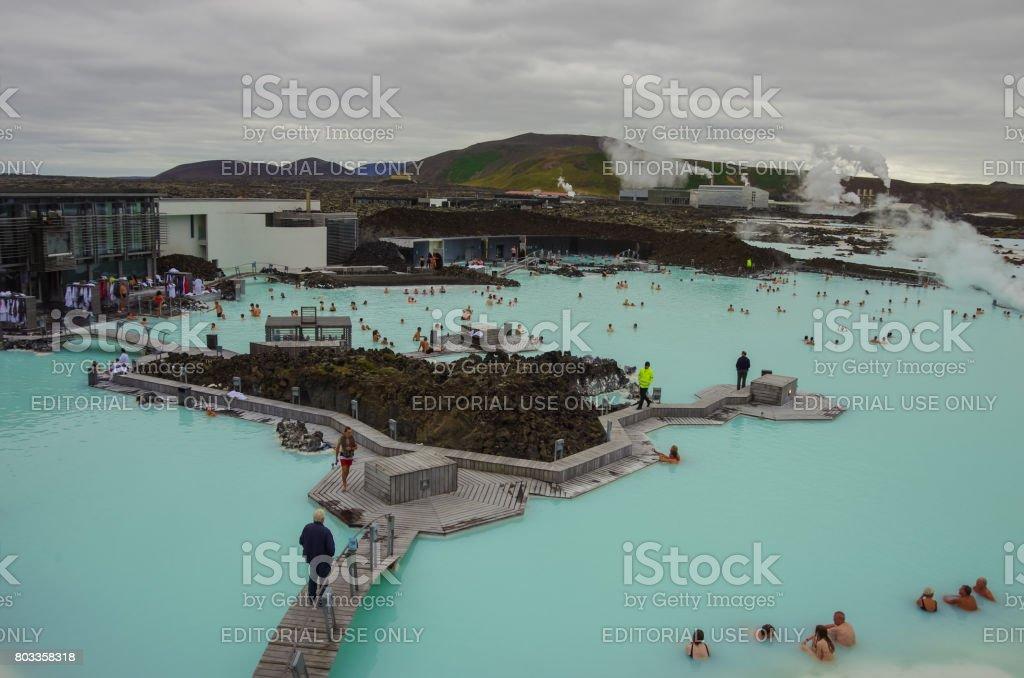 Menschen in die blaue Lagune, ein geothermisches Bad Resort im Süden von Island, ein