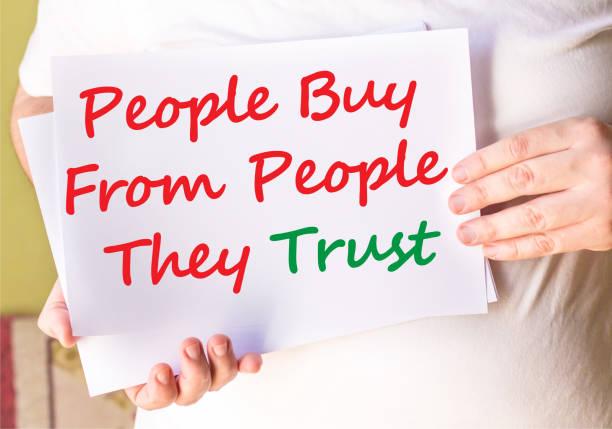 menschen kaufen von menschen sie vertrauen auf weißen papre - sprüche ehrlichkeit stock-fotos und bilder