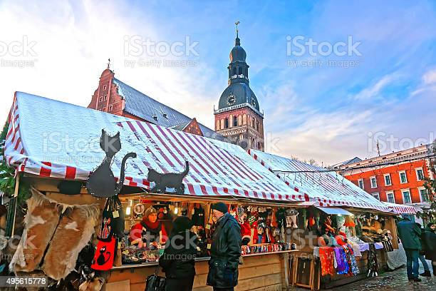 People buying traditional souvenirs at christmas market in riga picture id495615778?b=1&k=6&m=495615778&s=612x612&h=uy3krzvzwvmcwaq 10wcn3ypvdgil9y6zcnoar6v2f8=