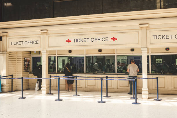 People buying train tickets at the Marylebone Station's ticket offices in London London/UK - 22/07/2019: people buying train tickets at the Marylebone Station's ticket offices. The station is linking London to the cities of Nottingham, Sheffield and Manchester; selective focus admit stock pictures, royalty-free photos & images