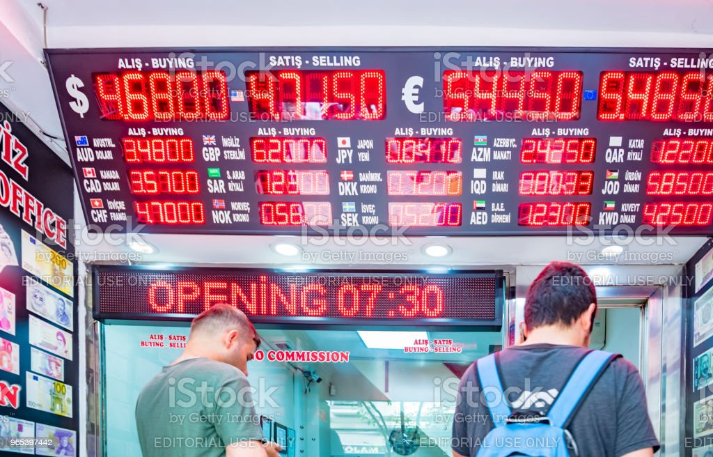 people change currency at money changer shop zbiór zdjęć royalty-free