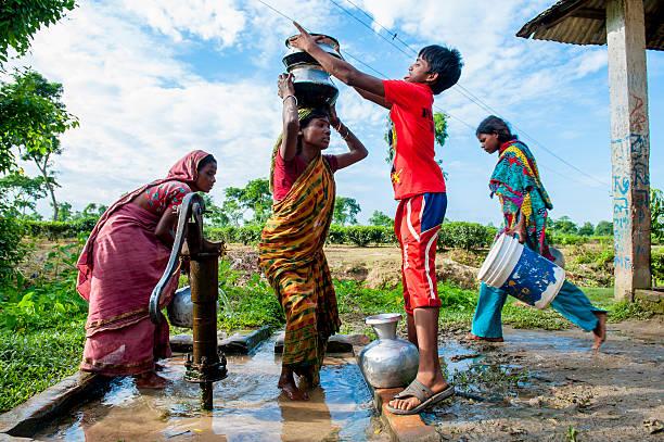 직원관리 수집 물을 웰던 작은 마을, 스토르스트룀 스톡 사진