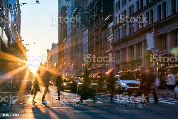 People crossing the street in manhattan new york city picture id1057929832?b=1&k=6&m=1057929832&s=612x612&h=ee74yjuyi9uj4hhfih8khj99rk6fekr5qblxz uokr4=