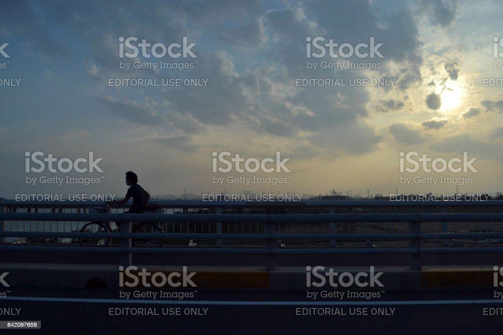 Personas en la tarde (sunset) - foto de stock