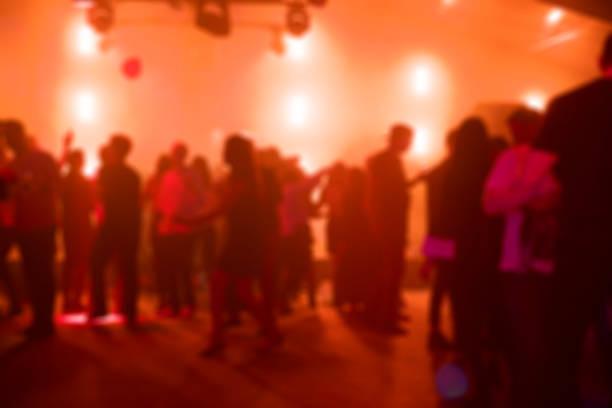 folk dansar på en fest - dansbana bildbanksfoton och bilder