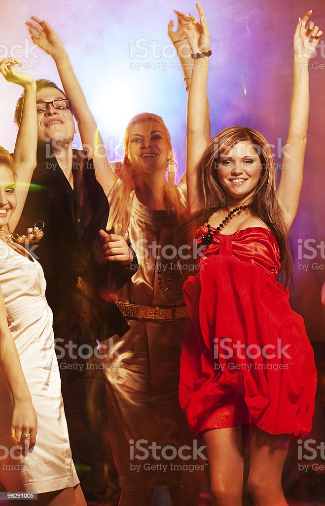 Persone ballare in un night club foto stock royalty-free