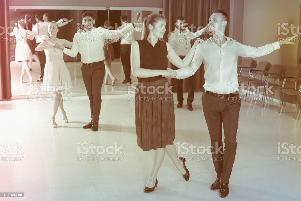 Samba de gens qui dansent en couple - Photo