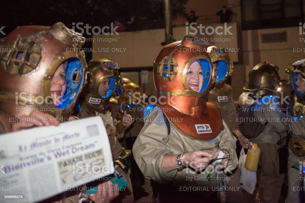 Leute Gekleidet In Unterwasser Kostum Fur Eine Karneval Parade Stock