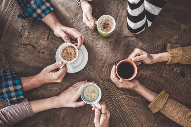 Menschen Sie trinken Kaffee erhöhte Ansicht – Foto