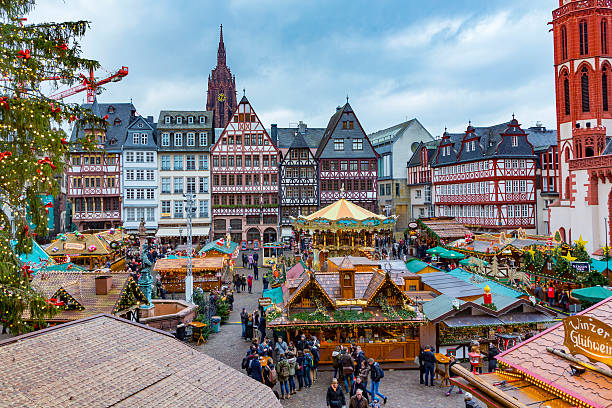 people enjoy the christmas market at the Roemer ストックフォト