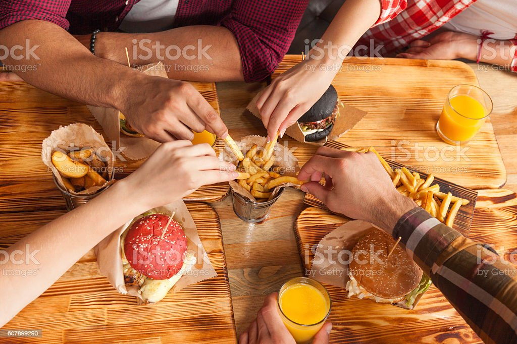 People Group Friends Hands Eating Fast Food Burgers Potato Drinking – Foto