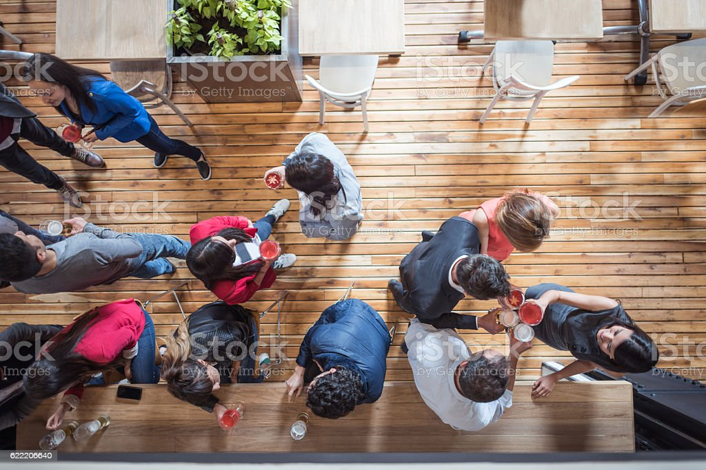 People having drinks at a restaurant – Foto