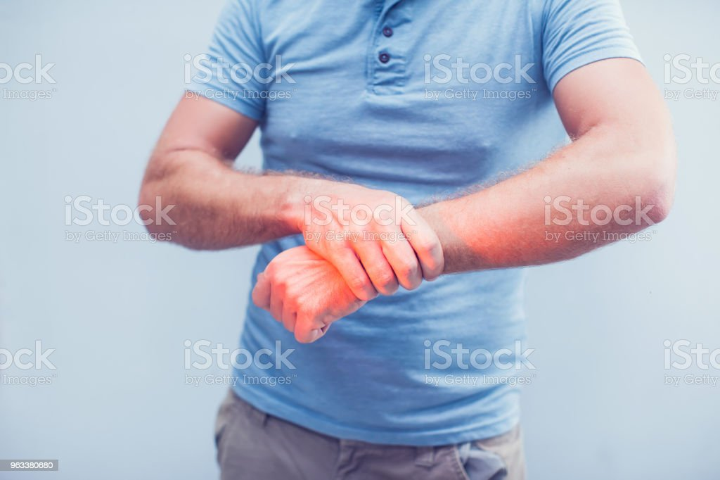 People, healthcare and problem concept - close up of man suffering from pain in hand over gray background - Zbiór zdjęć royalty-free (Anatomia człowieka)