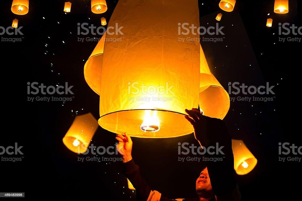 people holding  flying fire lantern to celebrate the Loy Kratho stock photo