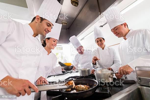People in a cooking class picture id479233129?b=1&k=6&m=479233129&s=612x612&h=uwz7w93dj1jjw6xp4pgppdlqjhemeavywukuv4w1xd4=