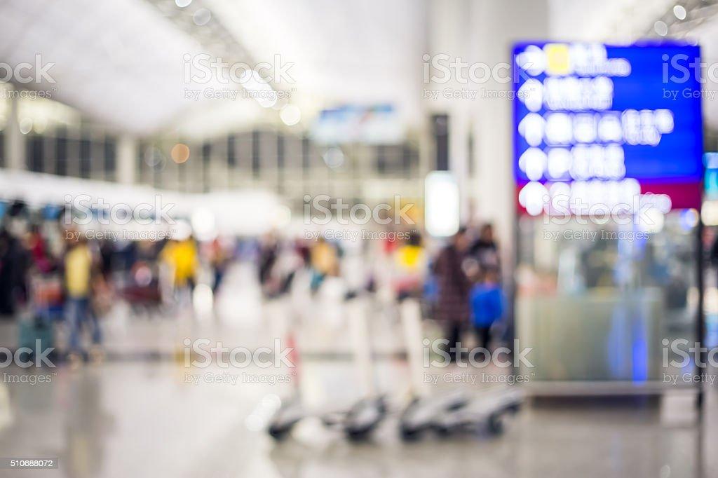 Aeroporto de pessoas com desfoque de fundo - foto de acervo