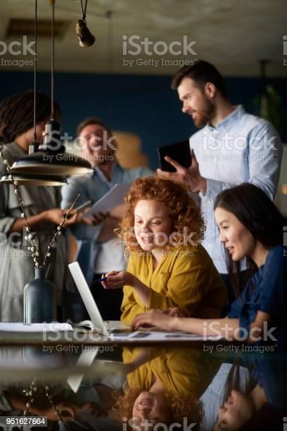People in coffee shop picture id951627664?b=1&k=6&m=951627664&s=612x612&h=xgcgu4jblf tmqgit81s snxtxwrybcjmkqztwppx7s=