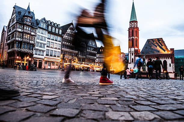 people in frankfurt old town square at dusk - fußgängerzone stock-fotos und bilder
