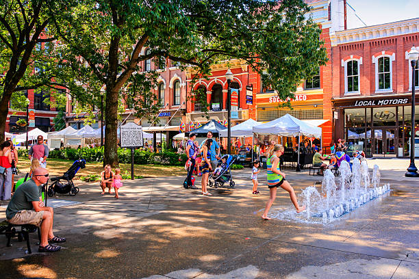 People in Market Square on market day in Knoxville, TN Knoxville, TN, USA - September 17, 2016: People in Market Square on market day in Knoxville, TN town square stock pictures, royalty-free photos & images