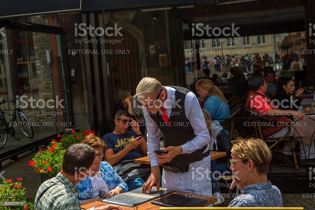 people in open air cafe during summer at brugge belgium foto de stock royalty-free