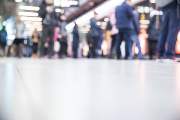 folk i tunnelbanan - tunnel trafik sverige bildbanksfoton och bilder