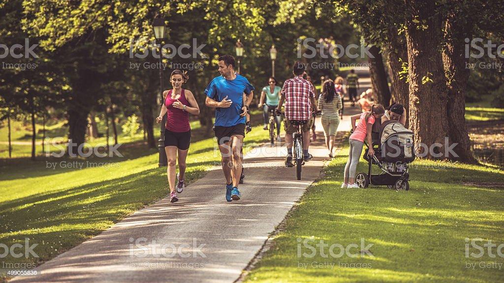 Gens dans le parc - Photo