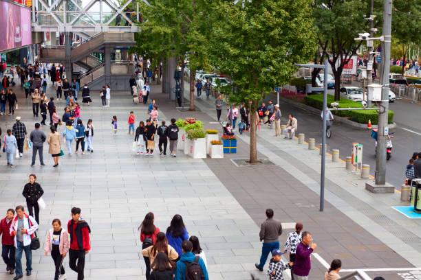 Leute in Xidan shopping street, Peking, China – Foto