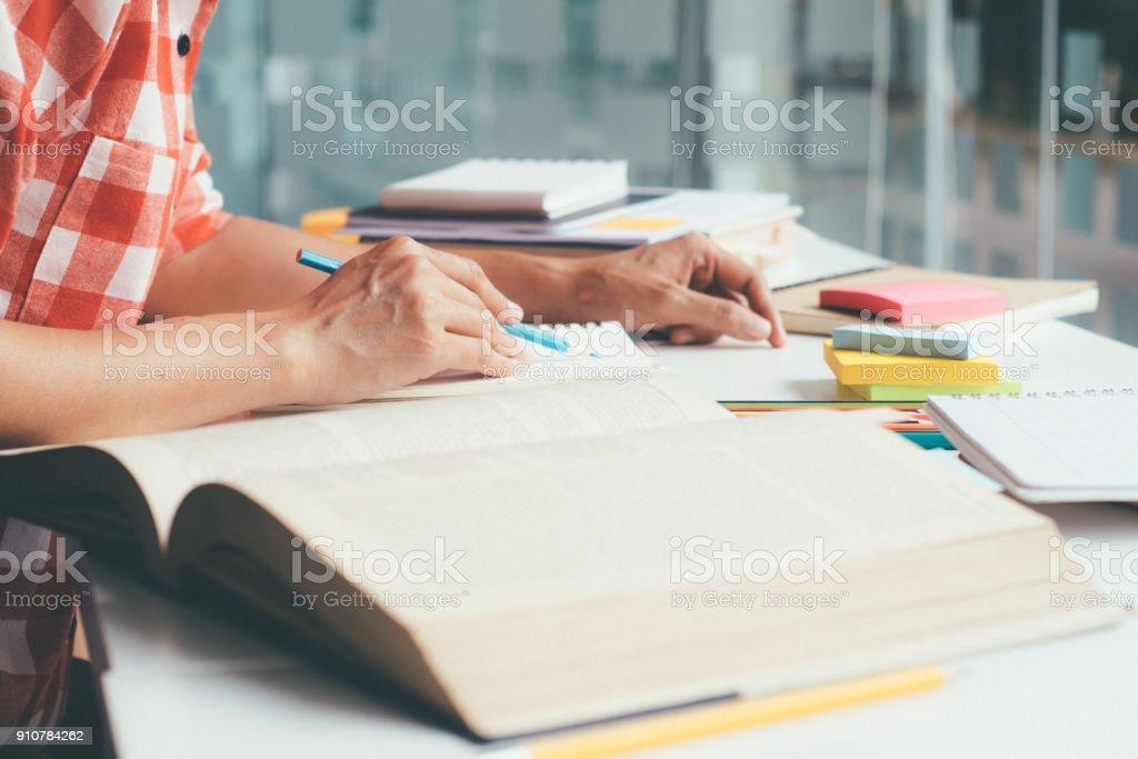 Menschen, lernen, Bildung und Schulkonzept. – Foto