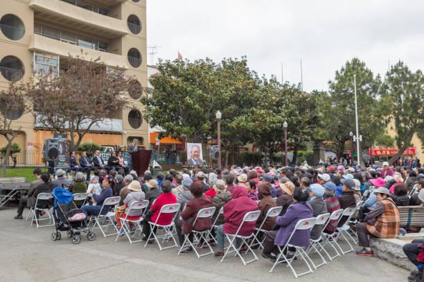 Die Leute hören Bürgermeister-Kandidat in der Porzellanstadt in der Grant-Straße von san francisco c nia usa america – Foto