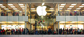 istock People make shopping in Apple store during  Christmas holidays 621823326
